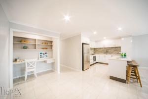 A kitchen or kitchenette at Airlie on Main Street - Central Airlie Beach Apartment with Ocean Views