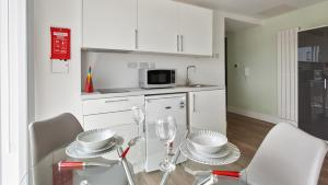 A kitchen or kitchenette at Popular Studio - Great for Working Away and Royal Oldham Hospital