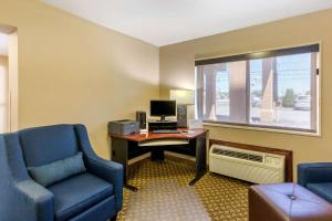 A television and/or entertainment center at Comfort Inn Red Horse