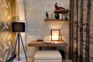 A television and/or entertainment center at Boutique Hôtel des Remparts & Spa