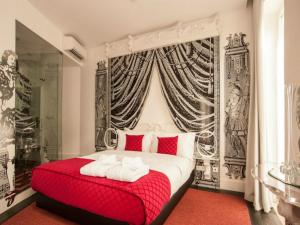 A bed or beds in a room at Teatro Boutique B&B