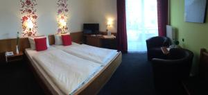 A bed or beds in a room at Hotel Krone