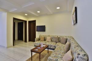 A seating area at OYO 284 Taj Alrayan