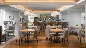 A restaurant or other place to eat at Valamar Lacroma Dubrovnik