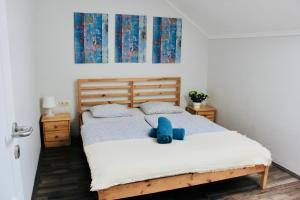Postel nebo postele na pokoji v ubytování Falling Lakes Hostel