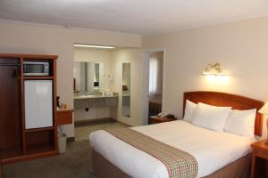 A bed or beds in a room at Travelodge by Wyndham Kamloops