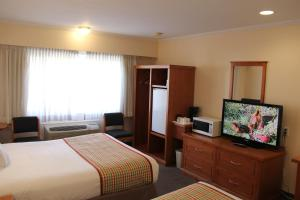 A television and/or entertainment centre at Travelodge by Wyndham Kamloops