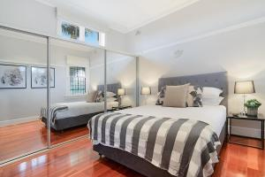 A bed or beds in a room at Huge Harbour View Apartment In Historic Home