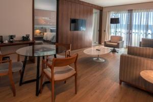 The lounge or bar area at Royal Tulip Brasília Alvorada