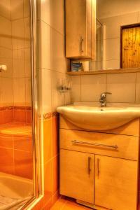 A bathroom at Hotel Maxant