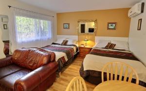 Un ou plusieurs lits dans un hébergement de l'établissement Motel des Deux Lacs