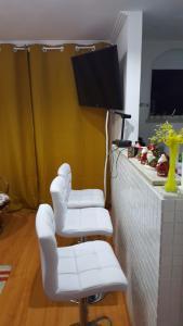 A television and/or entertainment centre at APTO - PETRÓPOLIS - RIO
