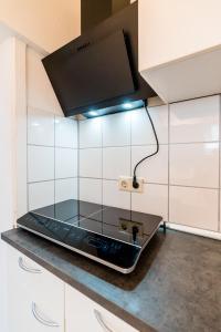 A kitchen or kitchenette at Centerapartments Tonhallenstraße