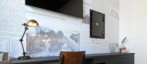 Een TV en/of entertainmentcenter bij Het Raadhuys - design B&B