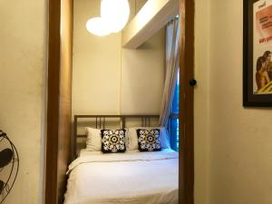 A bed or beds in a room at Suneta Hostel Khaosan