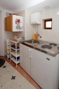 A kitchen or kitchenette at Studio Marin