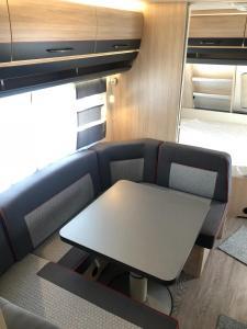 Zona de estar de Caravana HOBBY 545 KMF