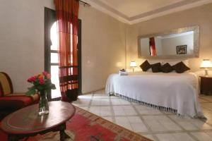 A bed or beds in a room at Anissa