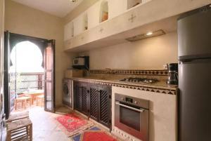 A kitchen or kitchenette at Anissa