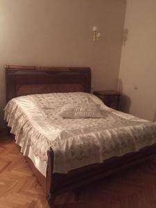 A bed or beds in a room at S&S