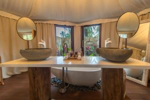 A bathroom at Karpaha Sands