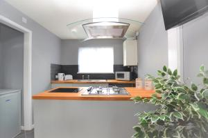 A kitchen or kitchenette at Orchard Avenue by Roomsbooked