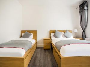 A bed or beds in a room at Broadway Inn
