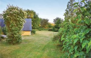 En trädgård utanför Holiday home Sölvesborg 30