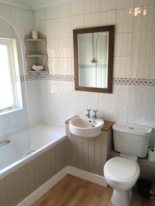 A bathroom at The Row Barge Henley