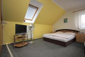 Posteľ alebo postele v izbe v ubytovaní Apartmán pod Černou horou