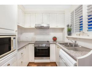 A kitchen or kitchenette at Live The Gold Coast Lifestyle In Top Location