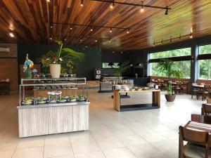 Um restaurante ou outro lugar para comer em Hotel Fazenda Vale das Pedras