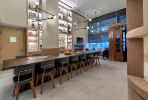 The lounge or bar area at Citadines Connect Fifth Avenue New York