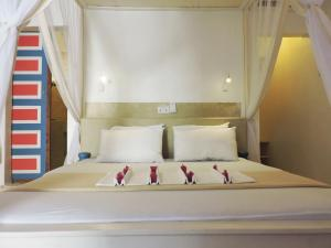 A bed or beds in a room at Paje by Night