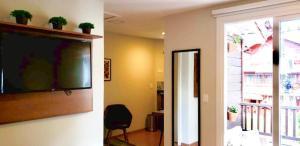 A television and/or entertainment centre at STUDIOS 195 - Gramado