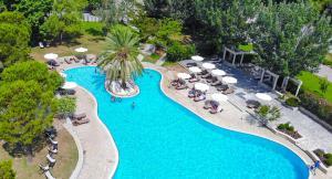 O vedere a piscinei de la sau din apropiere de Hotel Byzantino