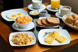 Breakfast options available to guests at Ottavis Hotel & Café