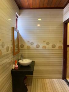 A bathroom at Qua Cam Tim Homestay