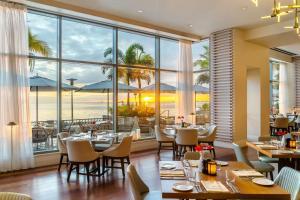 Ein Restaurant oder anderes Speiselokal in der Unterkunft Hyatt Regency Trinidad