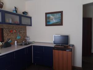 A kitchen or kitchenette at Двухкомнатная квартира