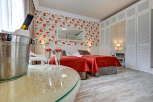 Łóżko lub łóżka w pokoju w obiekcie Hotel Afrodyta Business & Spa