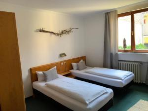 Ein Bett oder Betten in einem Zimmer der Unterkunft Auerstein Dépendance (ehemals Hotel Etab am Klinikum)