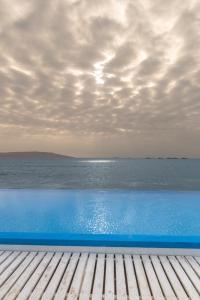 The swimming pool at or close to Apartamento Frente a Islas Ballestas