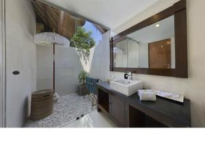 A bathroom at Bali Agung Village