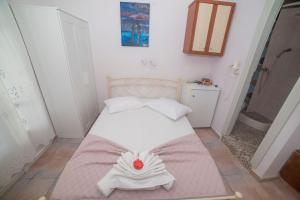 A bed or beds in a room at Amorgaia 2