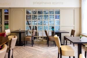 A restaurant or other place to eat at Antwerp Harbour Hotel