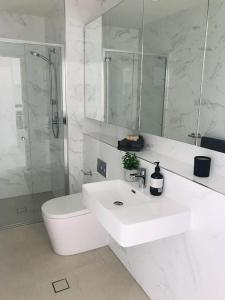 A bathroom at 306 1 Bedroom in Kalina Serviced Apartments
