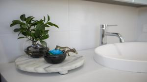 A bathroom at Kiama Abode - 50 percent off third night on weekend