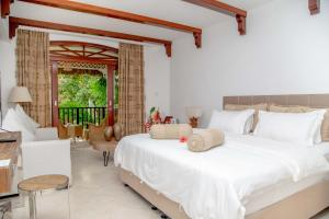 A bed or beds in a room at Village du Pecheur