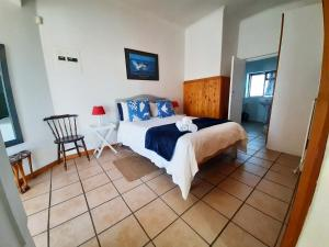 A bed or beds in a room at Oom Piet Accommodation